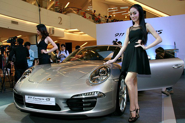 เปิดตัว Porsche 911 Carrera 4S