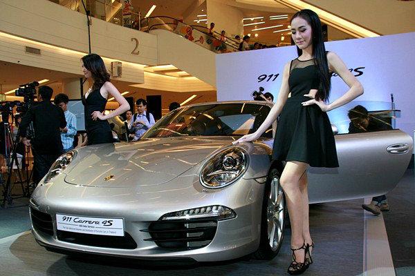 The New Porsche 911 Carrera 4S