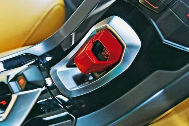 รูปที่สามภายใน Lamborghini Huracan LP 610-4