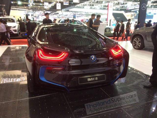BMW i8 รูปด้านหลัง