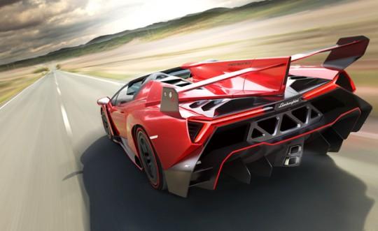 Lamborghini Veneno Roadster รูปด้านหลัง