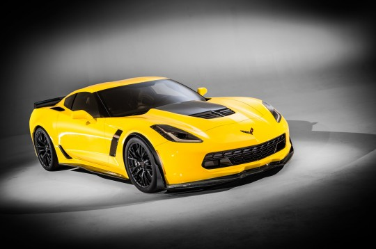 2015-chevrolet-corvette-z06-front-right-view