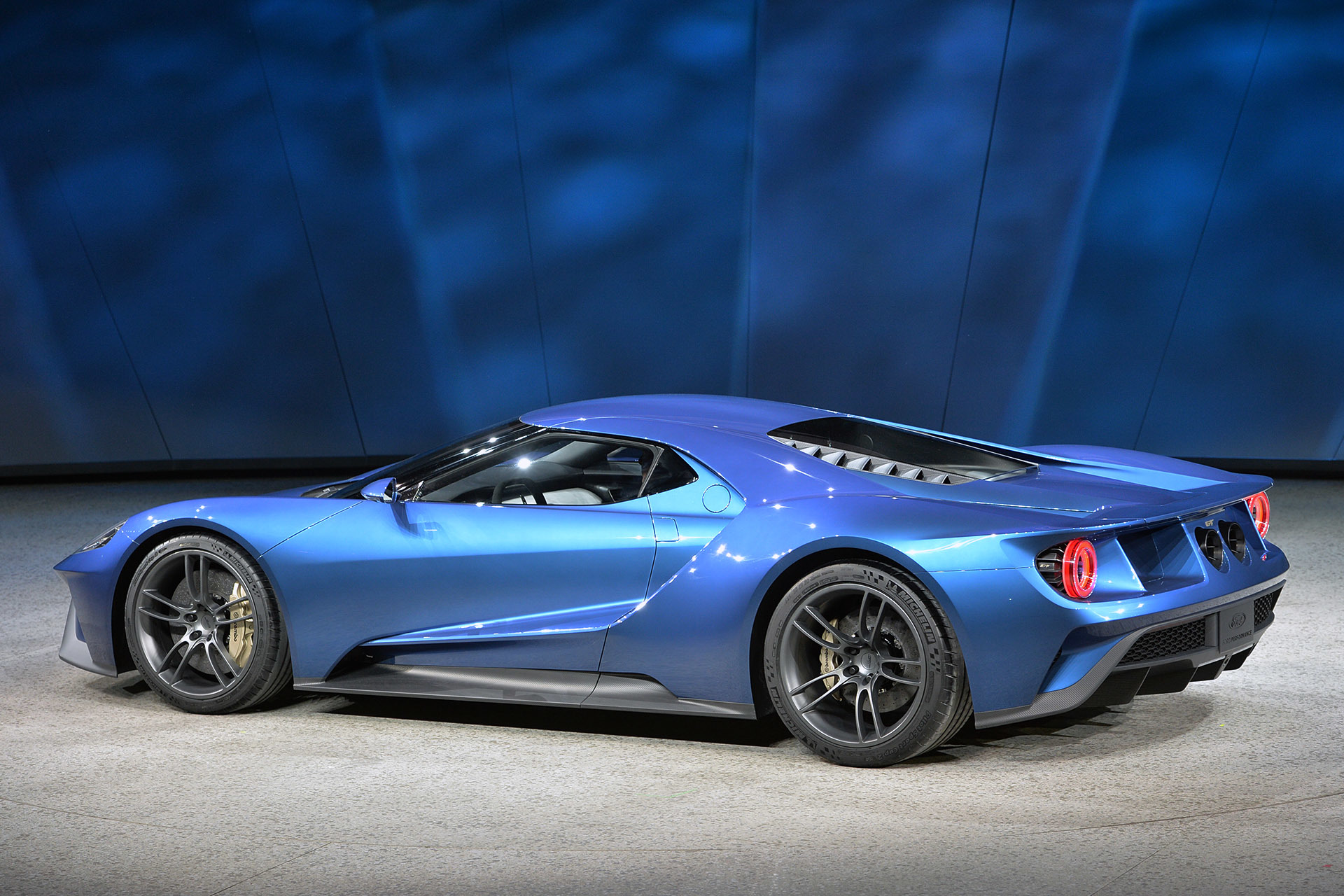 Aston Spypics also Maxresdefault likewise Tumblr M U Zsbrj Rb O likewise Aston Martin Vulcan X as well R C A Novation Carrosserie. on 2015 aston martin db9