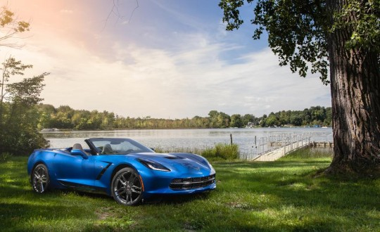 2015 Chevrolet Corvette Stingray convertible รูปด้านหน้า
