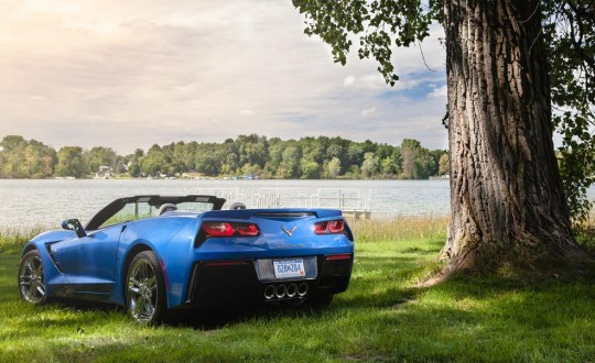 2015 Chevrolet Corvette Stingray convertible รูปด้านหลัง