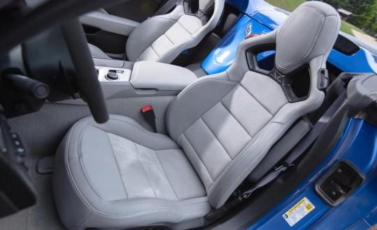2015 Chevrolet Corvette Stingray convertible รูปเบาะหนังทรงสปอร์ต