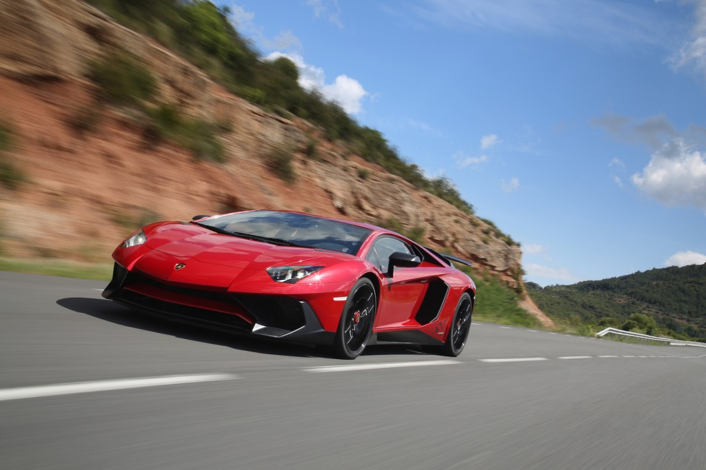ทดลองขับ 2016 Lamborghini Aventador SV (SuperVeloce)