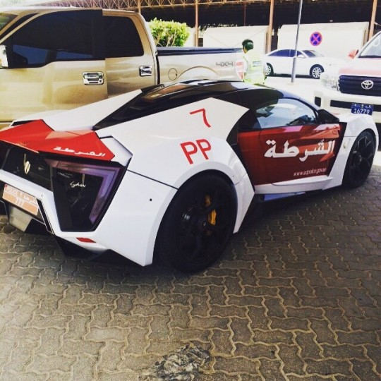 Lykan Hypersport มาในคาบรถตำรวจแห่งอาบูดาบี