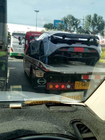McLaren 720S โดนกระบะซิ่งชนท้าย 4