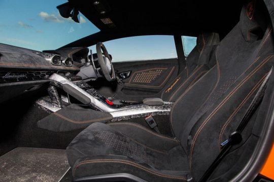 ความแตกต่างระหว่าง Ferrari และ Lamborghini ที่คุณอาจยังไม่รู้