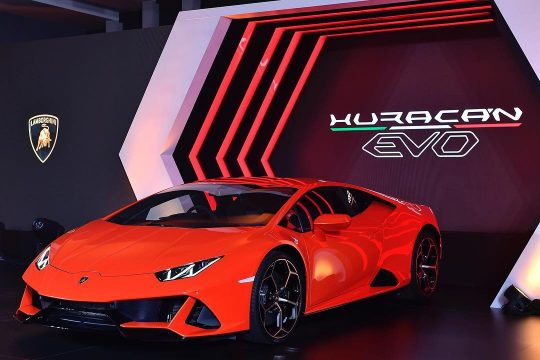 ทำความรู้จักกับ Lamborghini Huracan EVO